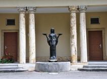 Kapelle Brunnen - Jungfrau mit Tränenschale